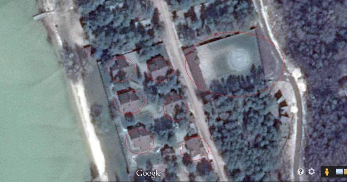 Поруч із будинками, які ніби належать комуністам Симоненку та Калетнику, розташований вертолітний майданчик @ Фото Григорій Жигалов