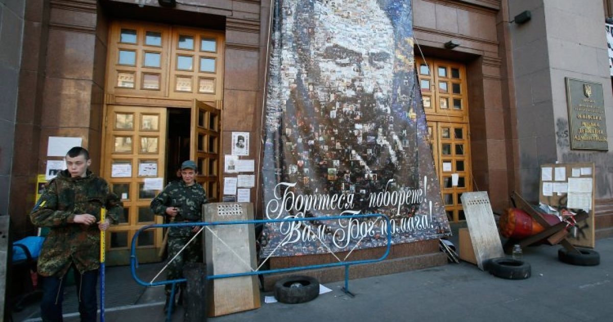 На КГГА повесили портрет Шевченко @ УНІАН