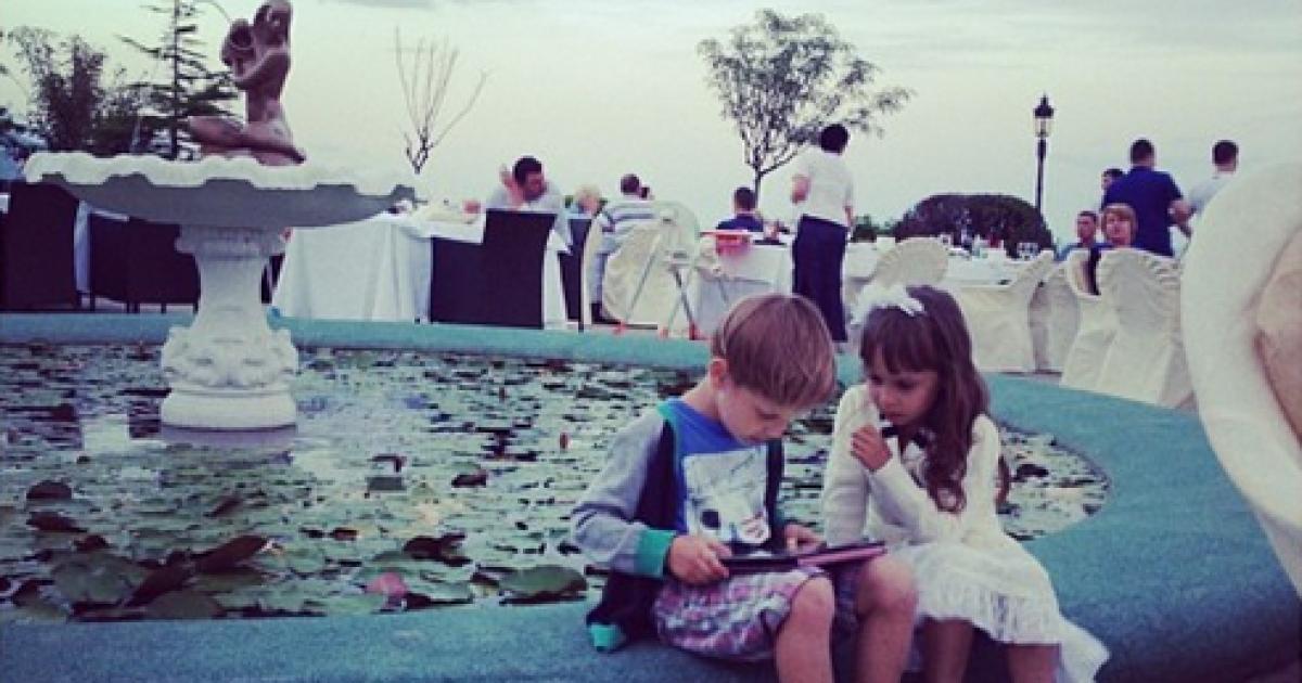 Денисова з сином відпочиває у Криму @ fregataero.ru