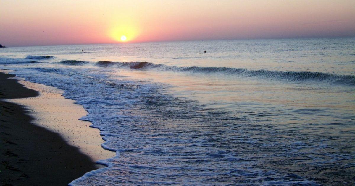 В Одеській області біля моря знайшли тіло оголеної жінки