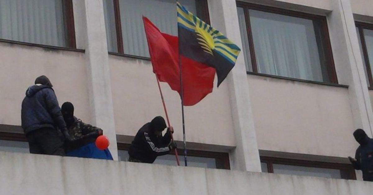 Сепаратисты ворвались в здание горсовета @ УНИАН