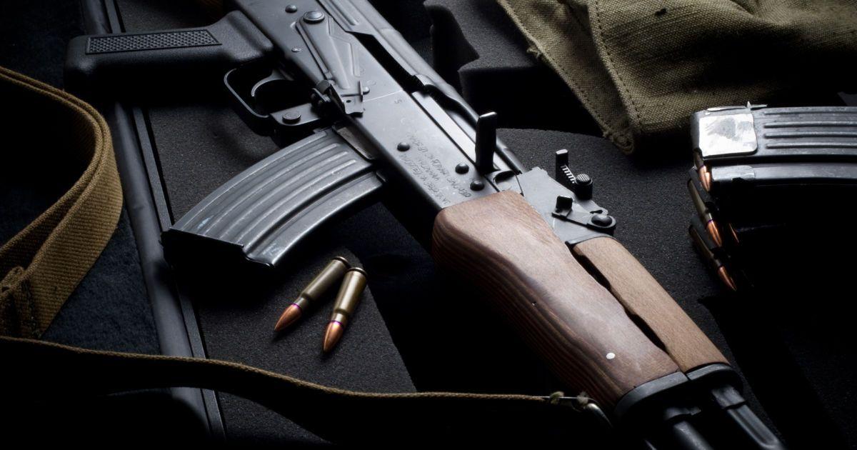 На Донбасі бойовик вистрілив з автомата у 15-річну дівчину