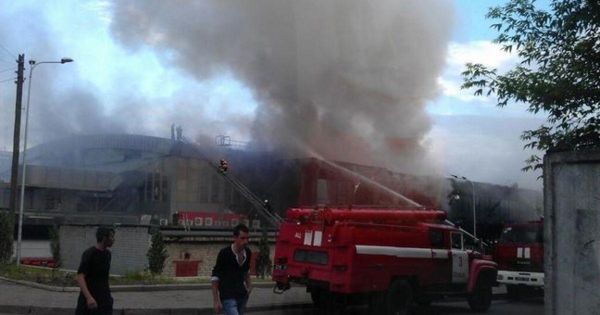 У Донецьку палає палац спорту @ РБК-Україна