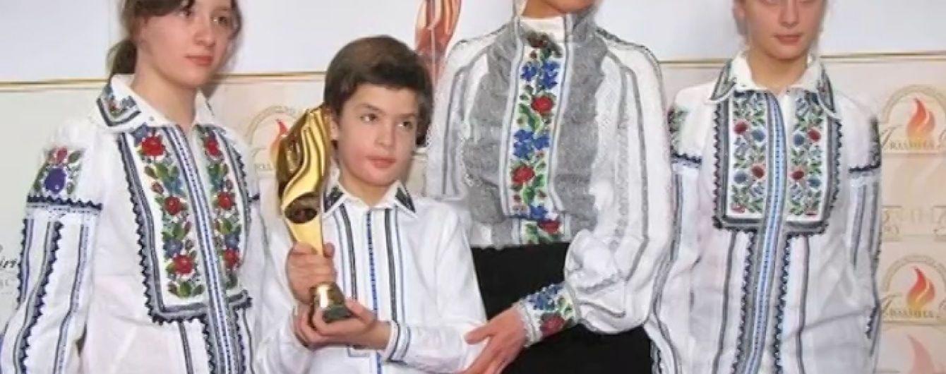 Дружина Порошенка вже 10 років носить сукні львівської майстрині - Політика  - TCH.ua a74743aa991a5