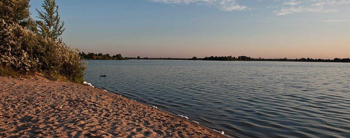 В Ровенской области в озере утонули отец и сын, которых затянуло в водоворот