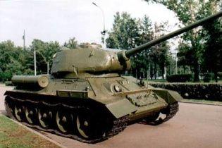 На Донеччині терористи викрали із постаменту танк