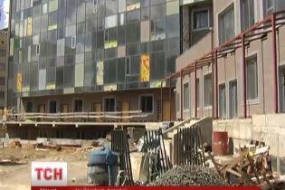 """Новый корпус """"Охматдета"""" рискует стать символом эпохи Януковича"""