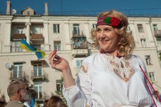 Більшість українців переконані, що українська має бути єдиною державною мовою