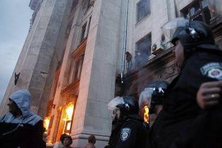 В Одесі сепаратисти забарикадувалися на даху, а в будівлі промишляють мародери