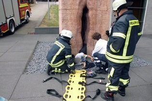 Спасатели вытащили из 32-тонной мраморной вагины американского студента
