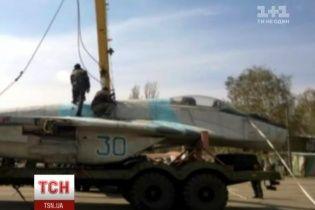 Росія повернула Україні літаки з Криму, які більше схожі на металобрухт