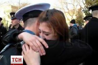 Курсанты из Севастополя со слезами на глазах простились с академией и бывшими товарищами