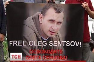 Альмодовар и другие кинорежиссеры требуют от российских властей освободить Сенцова