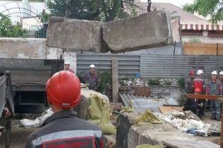 В Мариуполе металлурги разбирают баррикады ДНР