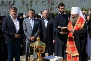 В Киеве освятили памятник основателям Лавры