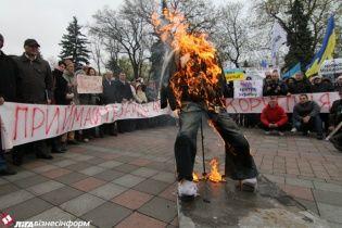 Більше третини українців вважають, що кращий спосіб боротьби з корупцією - це розстріл