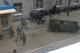 Жительница Славянска сняла на видео захвата сепаратистами отдела милиции