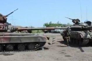 Блокпосты украинских силовиков в Славянске начали охранять танки