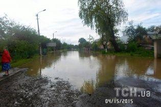 Пострадавшие от наводнения на Львовщине жалуются на чиновников и сами дежурят ночью