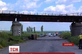 Взорванный железнодорожный мост под Запорожьем смогут восстановить лишь через две недели