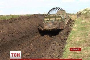 На Сумщине уже выкопали 20 километров 4-метрового противотанкового рва на границе с Россией