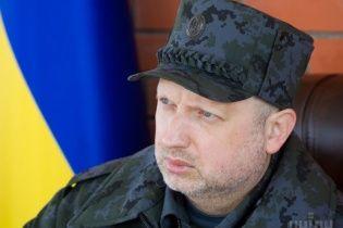 Турчинов просит украинских мужчин вступать в ряды милиции и СБУ