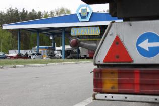 Яценюк хочет полностью отказаться  от товаров из России