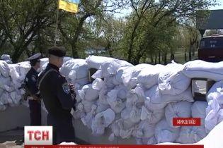 В Николаеве Народное ополчение живым щитом защищало мэрию от антиукраинского митинга