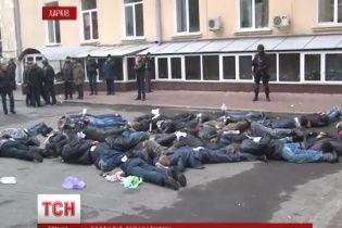 В Харькове сепаратисты во время захвата ОГА прикрывались женщинами и инвалидами на колясках