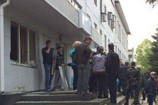В Красноармейске и Родинском сепаратисты штурмом захватили горотделы милиции - СМИ