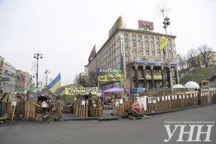 """На киевском Майдане на ночь установили """"комендантский час"""""""