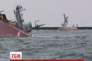 Українські моряки в Донузлаві захищають свої кораблі з гранатами в руках