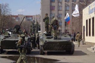 На Луганщину в'їхала колона бронетехніки під прапорами Росії - очевидці