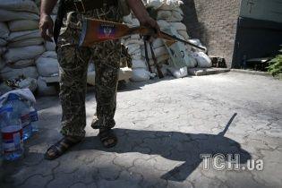 Терористи на Донбасі тримають у заручниках понад 170 людей