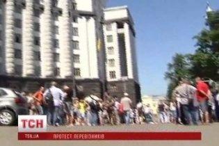 Мітингувальники перекрили рух на Грушевського