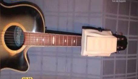 Науковці створили пристрій, який допомагає навчитися гри на гітарі