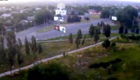 В Луганске камерами видеонаблюдения было зафиксировано колонну бронетехники