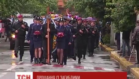 5 загиблих у збитому терористами гелікоптері міліціонерів поховають на Прикарпатті