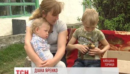 В Киевской области женщина вскормила своим молоком новорожденных белочек