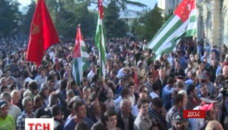 Парламент Абхазии назначил досрочные выборы главы государства