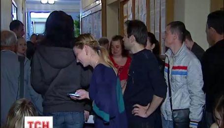 Українці почали штурмувати відділи ведення реєстру виборців