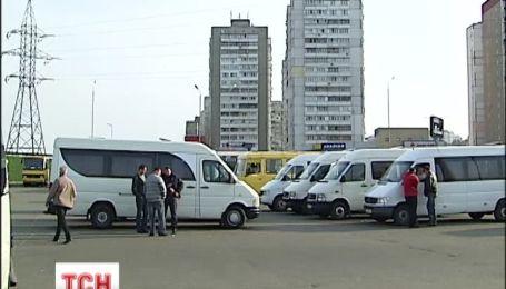 В Киеве неизвестные расстреляли маршрутку