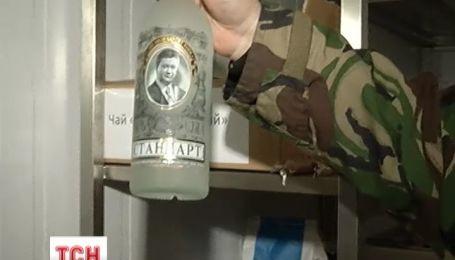 В Межигорье нашли целый склад коллекционного алкоголя и деликатесных продуктов