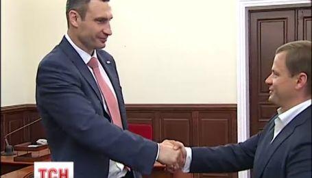Кличко официально вручили атрибуты власти