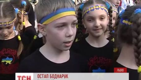 Львовские дети поддержали военных на Востоке