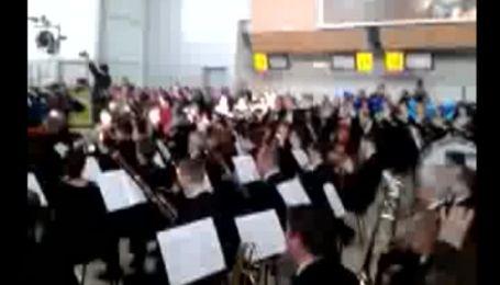 """У харківському аеропорту виконали """"Оду радості"""" на честь загиблих"""