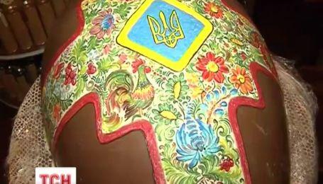 У Житомирі створили величезну шоколадну писанку