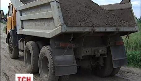 На Київщині невідомі крадуть чорнозем за кордон