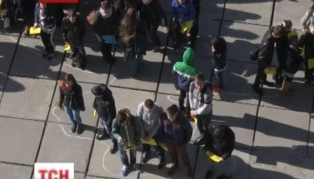 В Житомире студенты и ректор устроили патриотический флешмоб