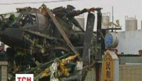 Боевой вертолет рухнул на жилой дом на Тайване